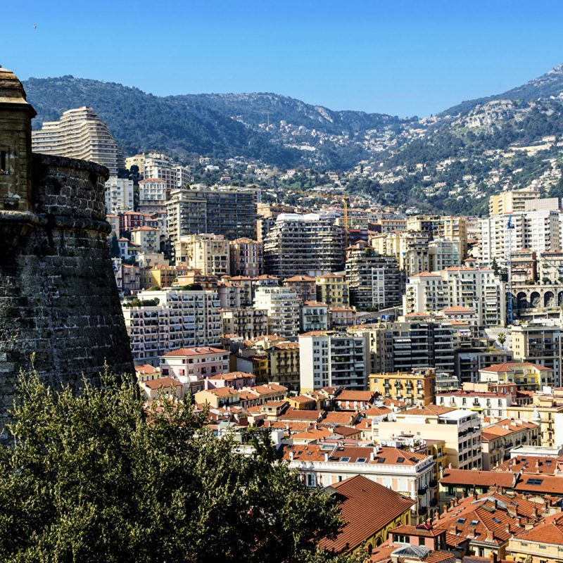Monaco_Houses_Mountains_442788_1680x1050