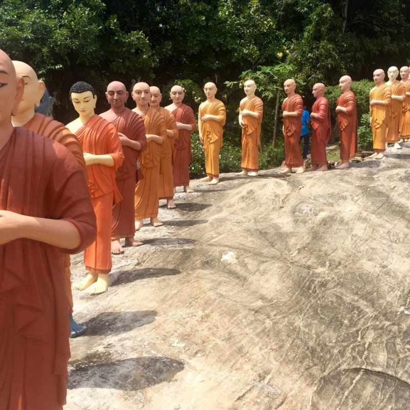 Статуи-будды-Ranawana-Purana-Rajamaha-Viharaya