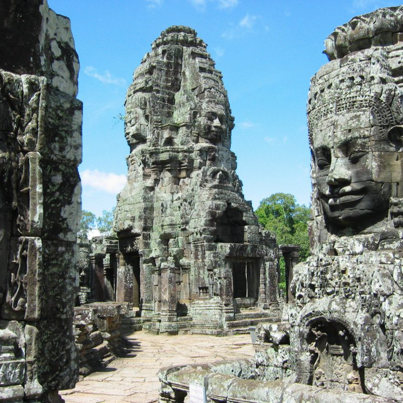 Temple-complex-Bayon-Pictures