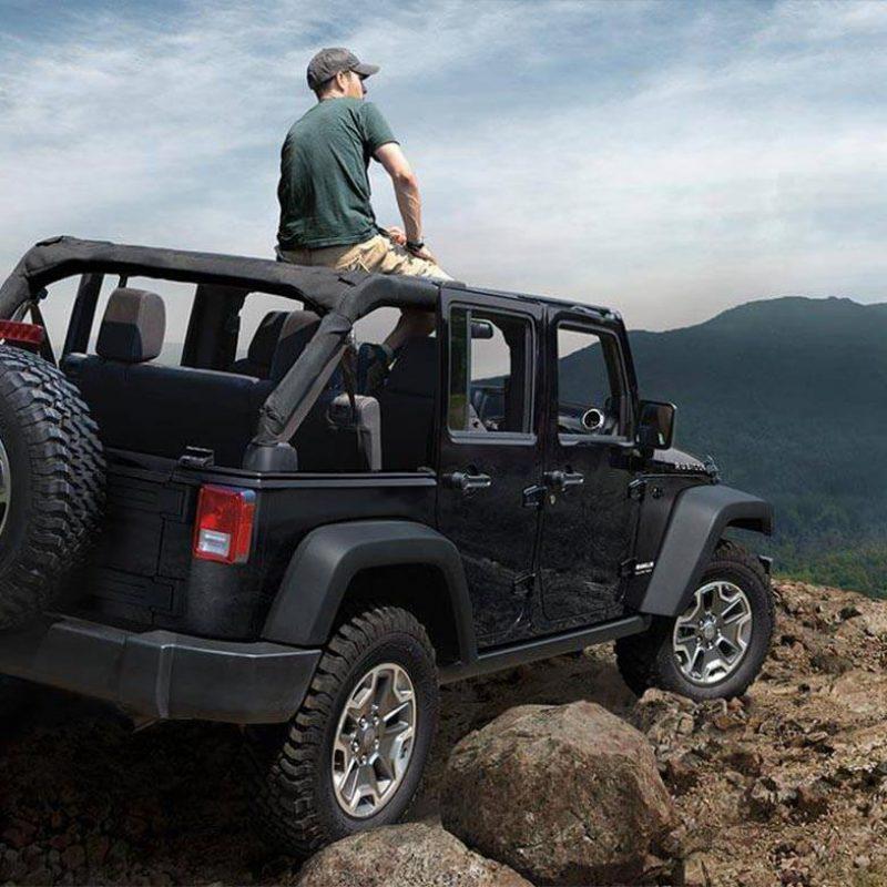 jeep-wrangler-unlimited-black-rubicon-4x4-off-road